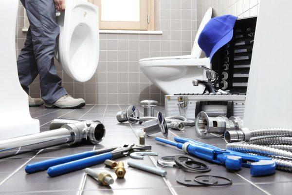 prace hydraulika wykonywane w łazience w olsztynie